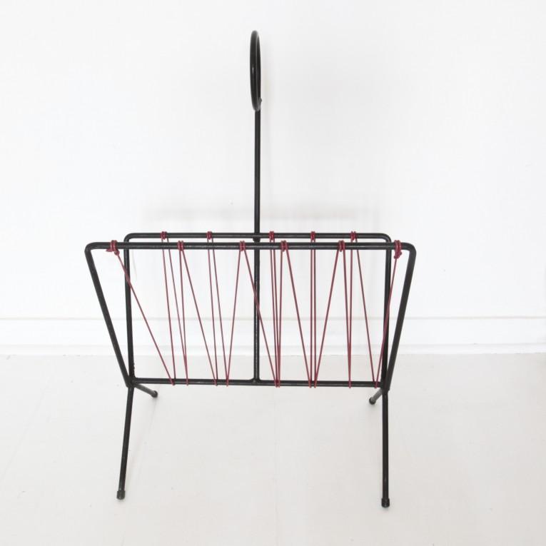 porte revues ovni design. Black Bedroom Furniture Sets. Home Design Ideas